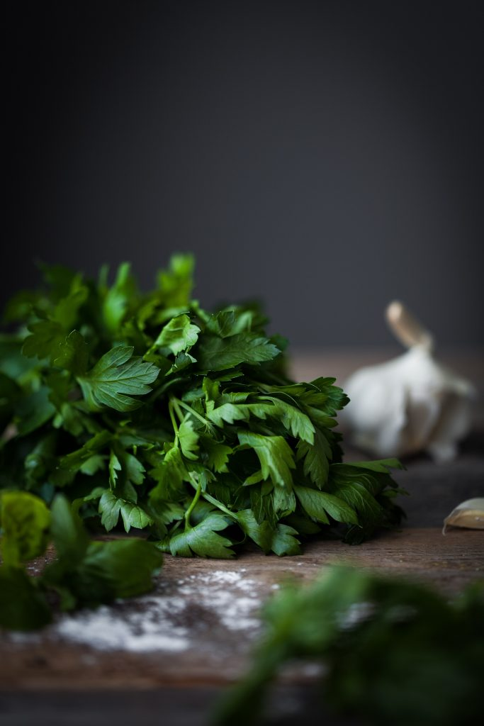 closeup head on image of parsley.